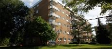Parkwood Hills Apartments in Ottawa West