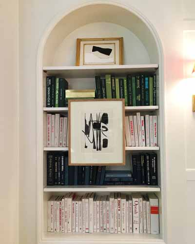 Kips Bay showhouse 2019 shelving and art