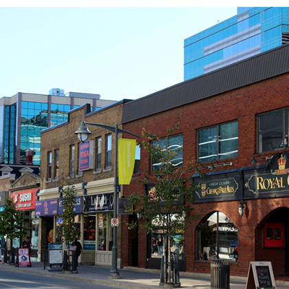 storefronts along bank street in centretown ottawa