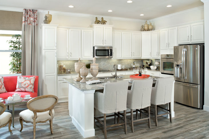 Large kitchen with adjoining breakfast nook (Palisade Shown)